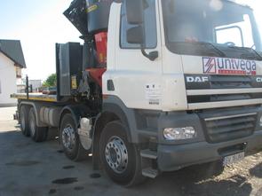 camion-DAF-cu-macara